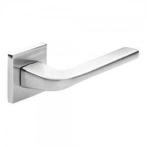 Durų rankena Delta z0999-mat-chrom